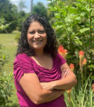 Bermudez earns Arlene Kelley Service to Students Award